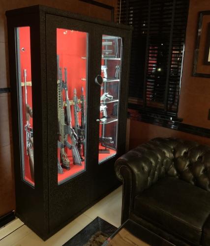 oświetlenie LED w szafie na broń